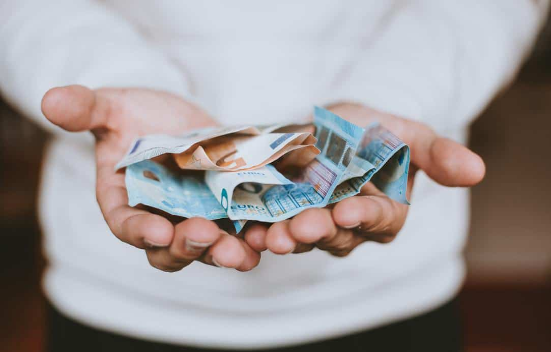 10 Easy Ways to Make Money as a Teen
